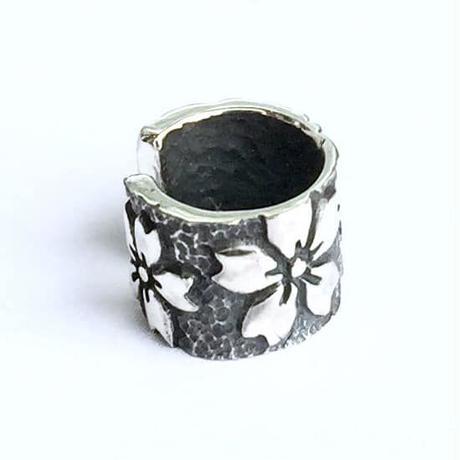 🌸春限定!桜のアクセサリー🌸花巻(黒)イヤカフ[銀燭]