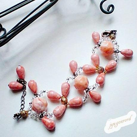 アンティーク風サンゴ色のブレスレットB