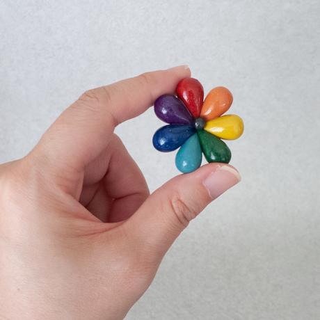 なないろ+ ダーク | 7色花びらのブローチ