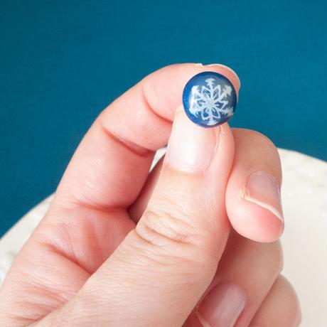 【 雪のかけら 】結晶模様の半球ピアス no.535EP