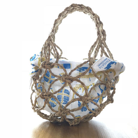こだわりの稲わらを使った手作りカゴバッグ