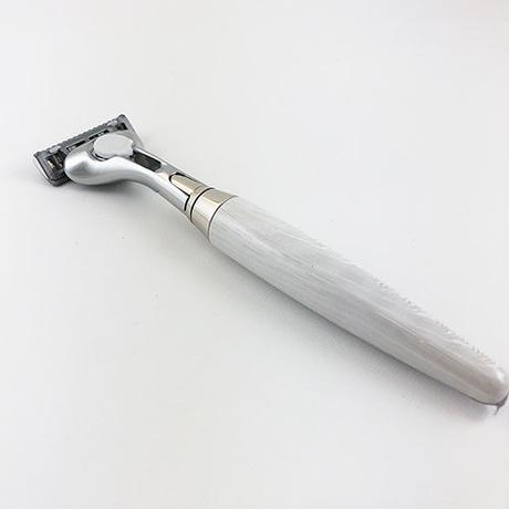 CARBONE(WHITE) RAZOR  SCHICK QUATRO S203