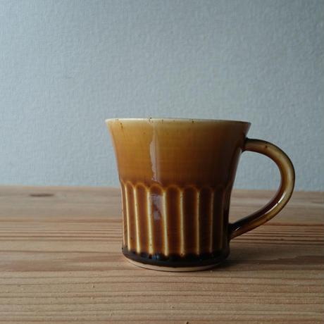 マグカップ しのぎ 飴釉 半磁器