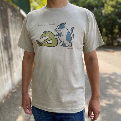 Tシャツ「猫とカエルがストレッチ」(ベージュグレー)男女兼用【受注生産・送料無料】