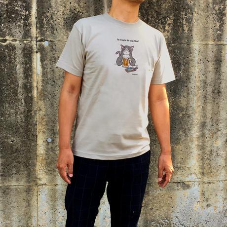 Tシャツ「猫がビール」(ベージュグレー)男女兼用【受注生産・送料無料】