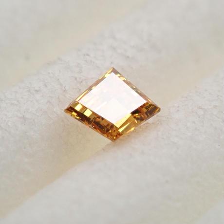 【5/7掲載】イエローダイヤモンド 0.069ctルース(FANCY DEEP ORANGY YELLOW, SI1)