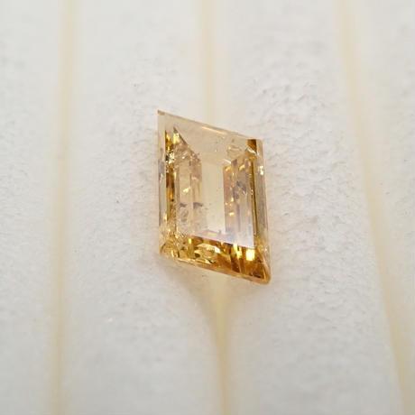 【5/8掲載】イエローダイヤモンド 0.207ctルース(FANCY INTENSE ORANGY YELLOW, I1)