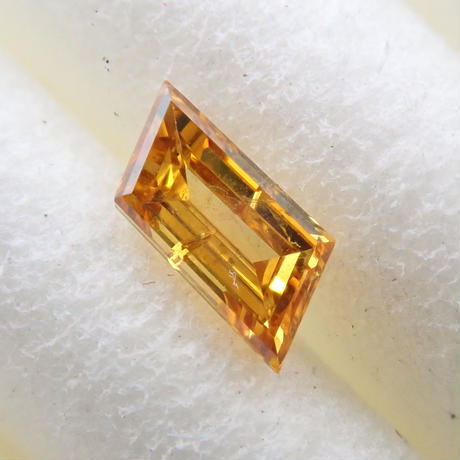 【2/14掲載】イエローダイヤモンド 0.130ctルース(FANCY DEEP ORANGE YELLOW, SI2)