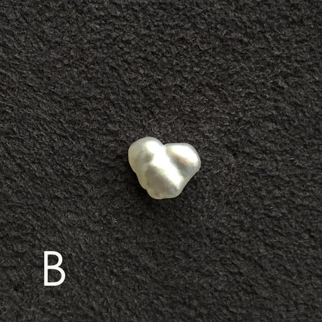 HEART SHAPED SOUTH SEA PEARL PIERED OR EARRING