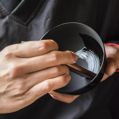 まゆ型 吸物椀 日月 5客売 SR-053 上質な水目桜を使用した高級割烹漆器です。
