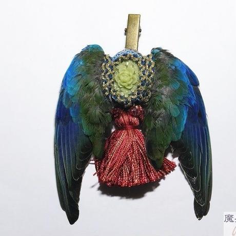 翼とタッセルの髪飾り(赤)