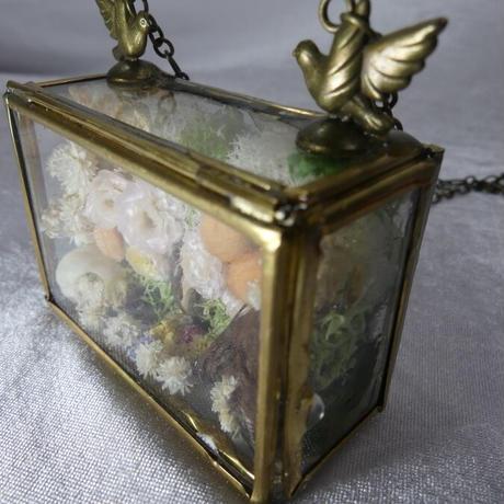 硝子標本箱のネックレス(スズメ)
