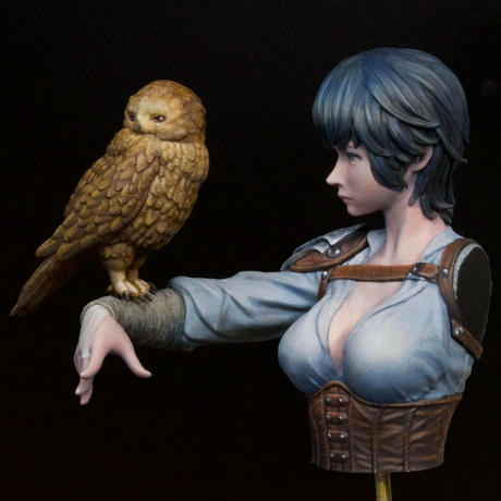 HUNTRESS OF THE MOONLIGHT BUST