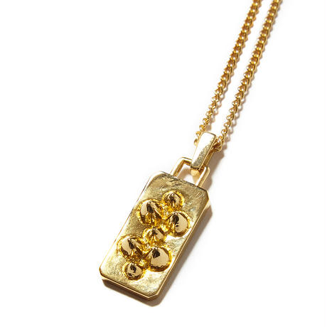 STUDS NECKLESS