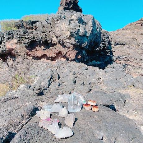 オアフ島 ペレの椅子 コバルトカルサイト原石 No.P16