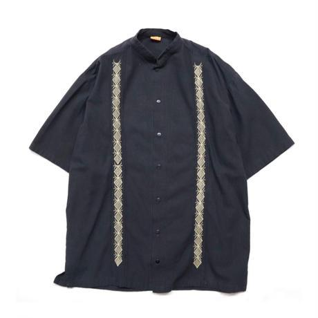 "Stand collar guayabera embroidery S/S shirt ""SOMI"""