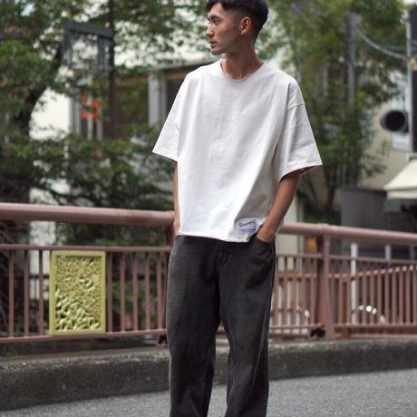 白緑草花模様