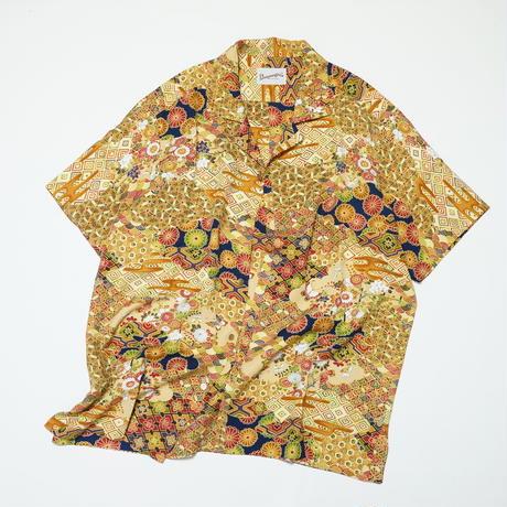 雲取り・割付柄に古典草花に蝶模様【L】