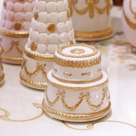 VILLARI リボンガーランド ケーキ型ボックス    ホワイト C