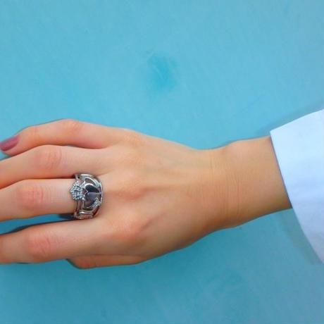 愛、友情、幸せの象徴 特別な指輪 クラダリング