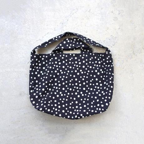 i c h i  201111 Random Dots Reversible Bag / D : BLACK × WHITE DOT