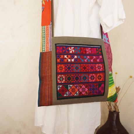 アカ族(タイ)伝統の手刺繍入りショルダー(B)