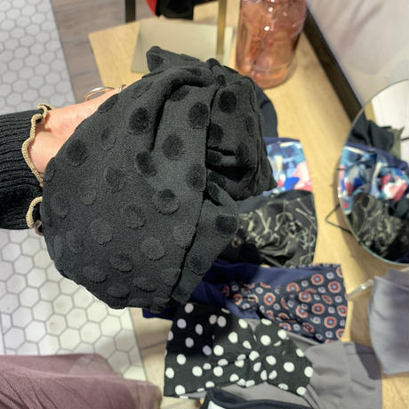 【数量限定】velvet dots black /  cross turban
