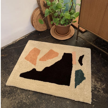 "Sandy Yang x Pacifica Collectives ""collage"" Rug (Beige)"