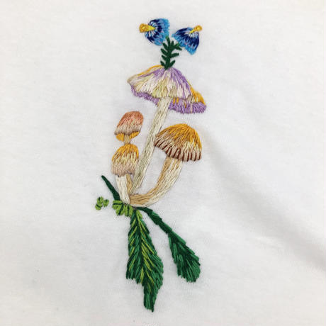 SAWAKO NINOMIYA × KIMINOSUKINAHANA Embroidery L/S Pocket Tee
