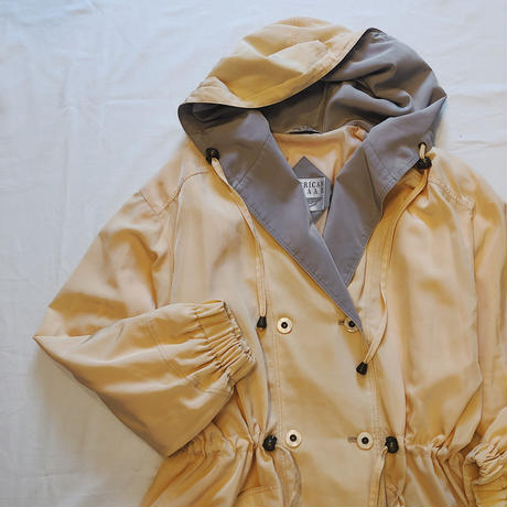 Double breasted  hooded half coat