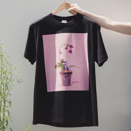 何をして遊ぼう - たらればの庭 Tシャツ(黒)