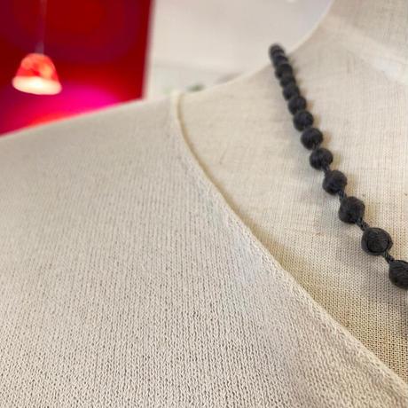 evameva (エバムエバ) cotton ramie V neck PO