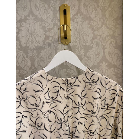 Acka original plump sleeve flower one-piece
