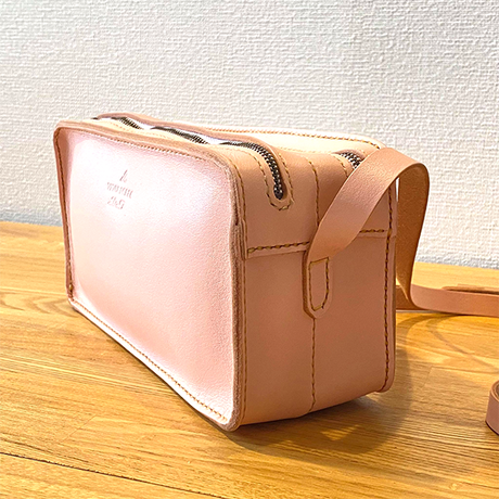 Wファスナー(2層式) ナチュラルピンク レザーショルダーバッグ/手縫い/一点もの