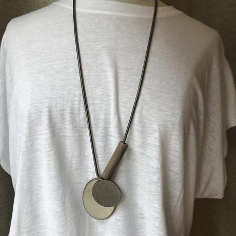グレーのみ 木とメタルのネックレス