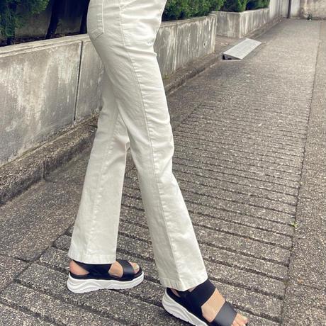脚長ブーツカットパンツ(白)