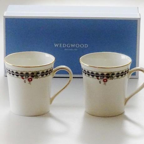 ウエッジウッド(WEDGWOOD) レースピオニー ペア マグカップ(ブランドボックス付属)【御結婚御祝・内祝・新築御祝・還暦御祝・御礼・寿・ギフト包装可能】