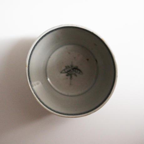 【千代久】  古伊万里染付菊葡萄文大猪口(その1)Imari Blue and White Cup with Chrysanthemum and Grape Design 18th-19th C