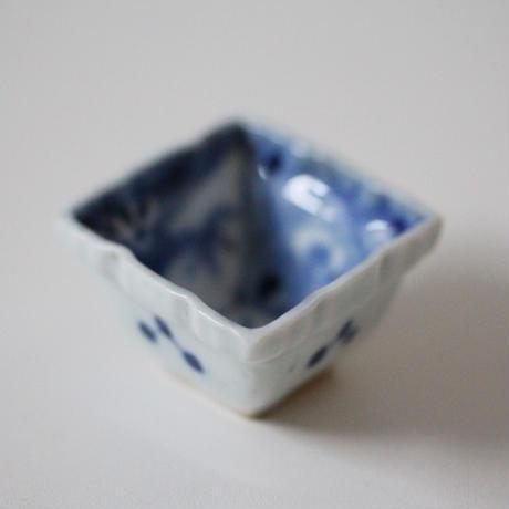 【千代久】 染付松竹梅文菱形猪口 Blue and White Diamond Shaped Small Cup 19thー20th C