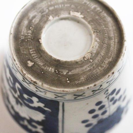 【千代久】  古伊万里染付菊葡萄文大猪口(その2)Imari Blue and White Cup with Chrysanthemum and Grape Design 18th-19th C