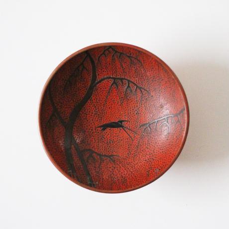 【季節のうつわ】  蒔絵枝垂柳に燕図平盃 Makie Lacquered Cup with Design of Swallow and Willow Tree 19th C