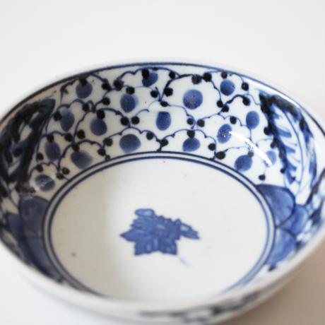 【季節のうつわ】古伊万里染付印判枇杷雪輪文深皿  Imari Blue and White Dish with Design of Loquats and Snowflakes 18th C