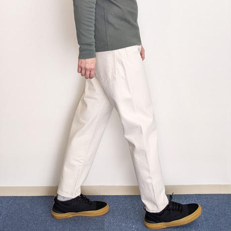 HATSKI / Loose Tapered Denim (Ecru)