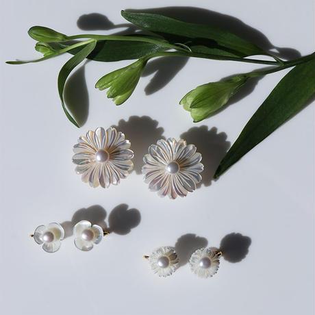 PLUM & DAISY FLOWER CLIP EARRING