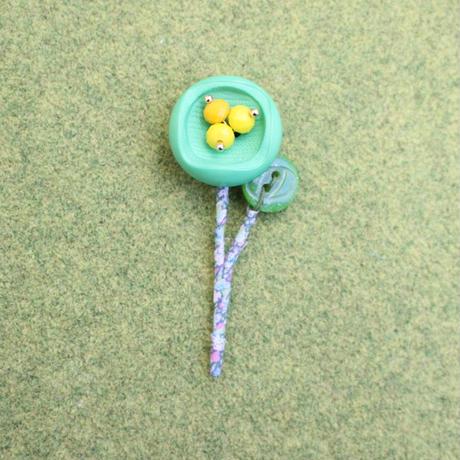 春よ来い 小花のブローチ