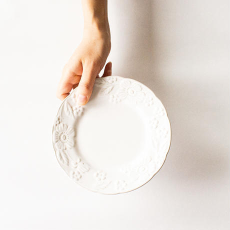 マーガレット柄 レリーフ ケーキ皿 17cm 全2色