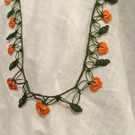 オヤ ネックレス 【2-33】深緑×オレンジ×深緑葉っぱ/52cm