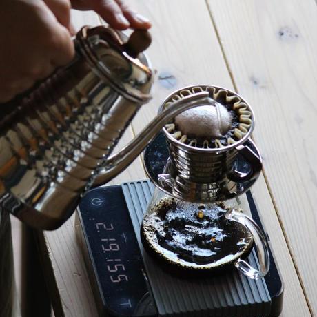 《送料無料》日本一の焙煎人がお届けする中深煎りコーヒーギフトセット <苦めが好き> (200g入×2本)