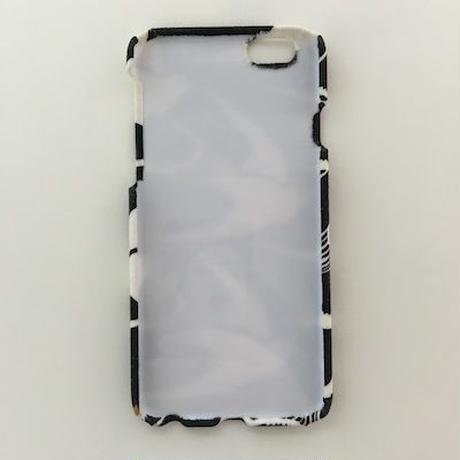 大きく羽ばたく白い鳥のiPhoneケース
