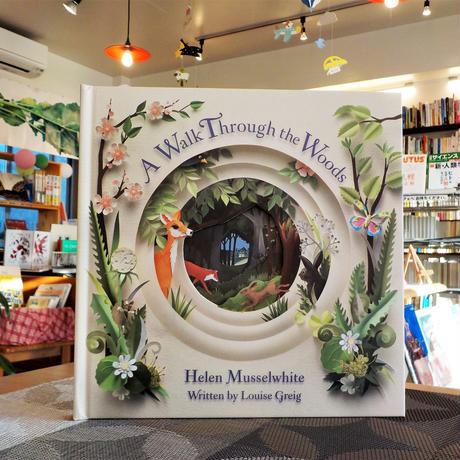 新刊:『洋書 A Walk Through the Woods』Helen Musselwhite(Illustrator)Louise Greig(Author)